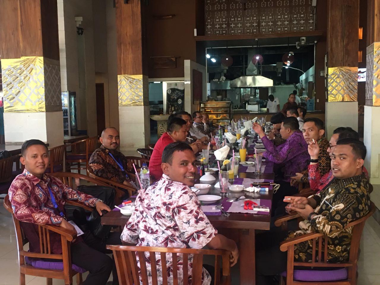 Lunch Kementrian Desa di Bebek Bengil Nusa dua